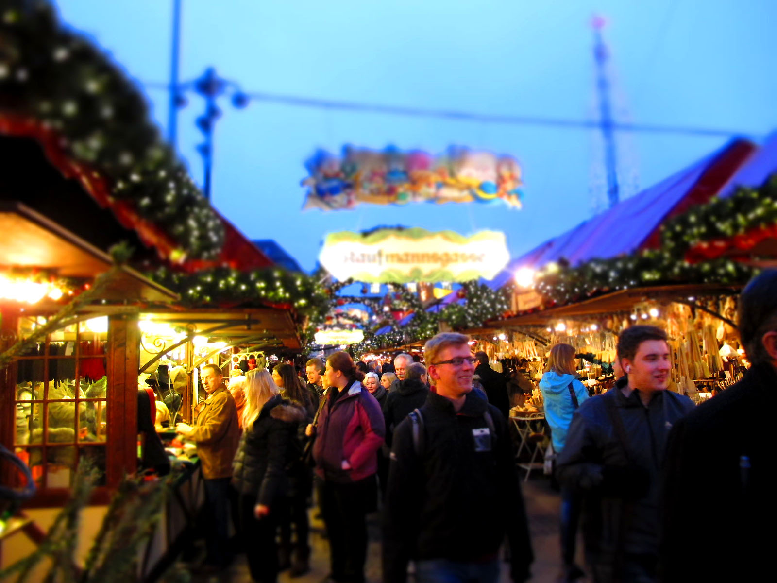 The atmosphere at a Christmas market in Hamburg © Kristi Fuoco